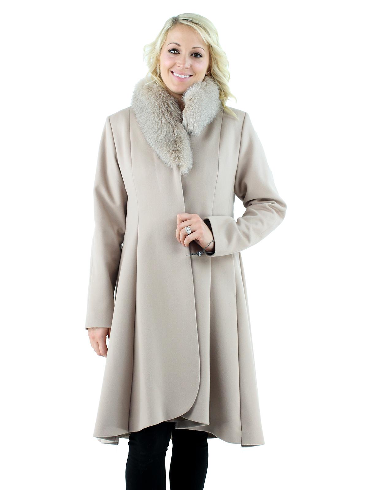 Woman's Beige Cashmere Wool Stroller