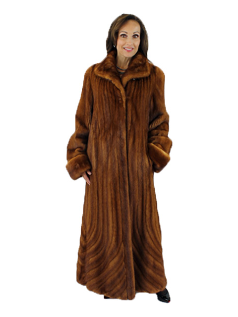 Beautiful Golden Mink Full Length Coat (Directional Fur Hem)